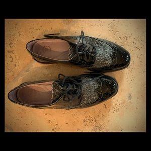 Wingtip women's shoes